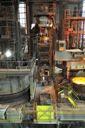 Vue détaillée d'une machine de l'usine de production d'aciers longs spéciaux Ascoval de Saint-Saulve