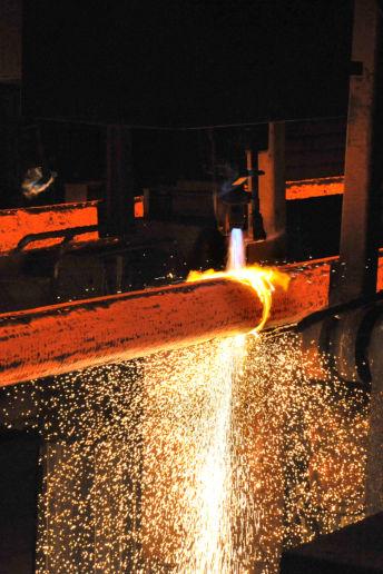Découpage à la flamme d'un acier long spécialsur le site de production d'Ascoval à Saint Saulve